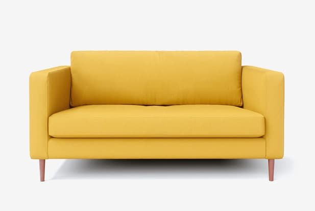 example of Enge Passform + Bailey Holzbeine (Kirschholz) sofa cover with Shire Mustard fabric