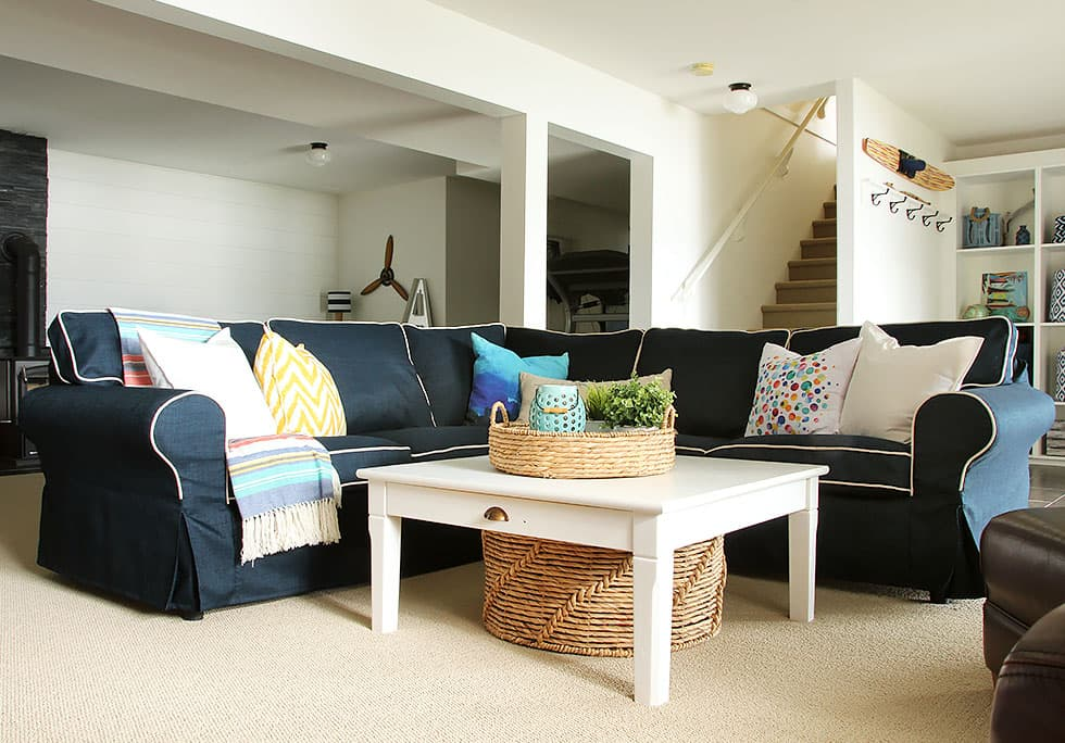 Contrast piping on sectional sofa