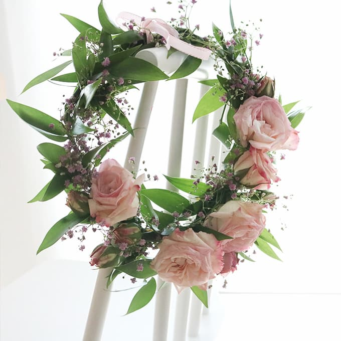 Wreath hang on dining chair
