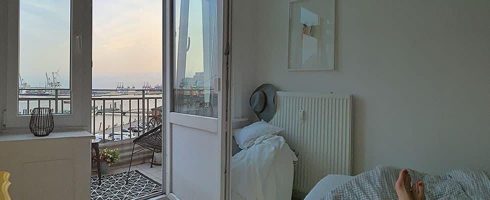 Schlafzimmer mit Ausblick auf die Elbe